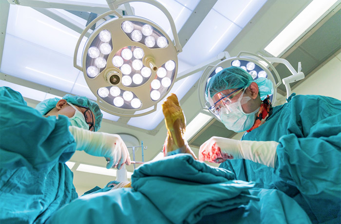 Le chirurgien Arnaud Mulliez vous reçoit en consultation pour les pathologies des membres inférieurs, notamment celles de la hanche et du genou.
